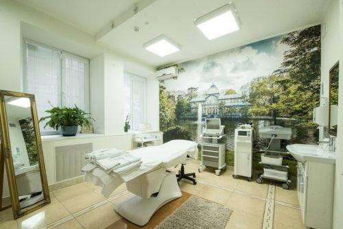 Современные кабинеты для проведения косметологических процедурКосметологические кабинеты оборудованы для проведения процедур как по лицу, так и по телу