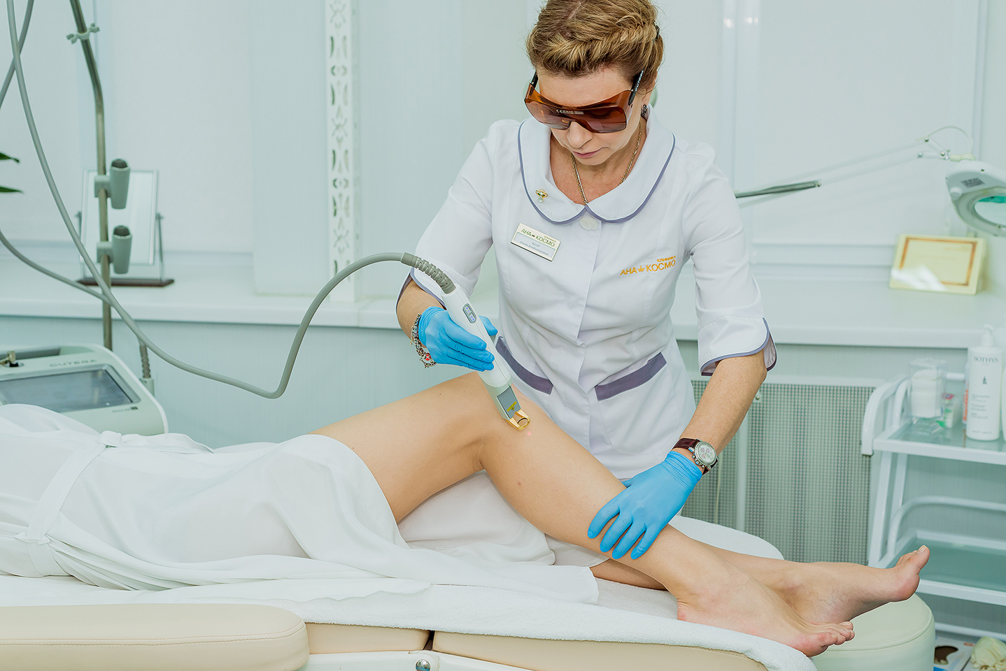 Photoepilation and laser hair removal with CUTERA