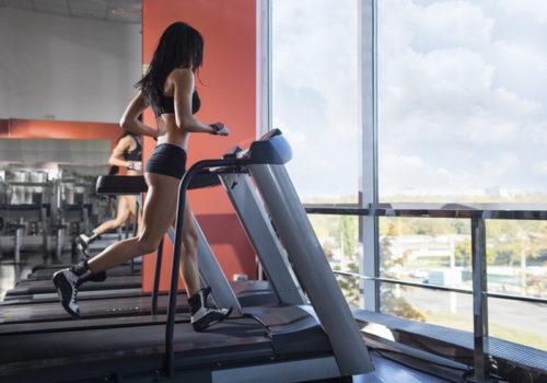 Упражнения против живота и боков